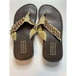 Arizona Jeans Co size 9 flip flop thong shoes